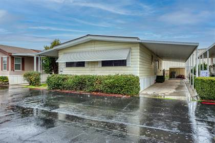 Residential for sale in 105 W Herndon Avenue 38, Fresno, CA, 93650