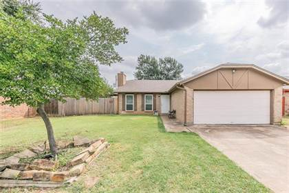 Residential for sale in 6227 Springwood Drive, Arlington, TX, 76001
