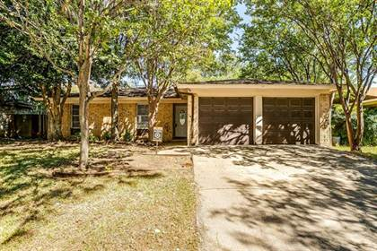 Residential for sale in 6201 Kelly Elliott Road, Arlington, TX, 76001