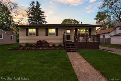 Residential for sale in 214 2ND Street, Fenton, MI, 48430