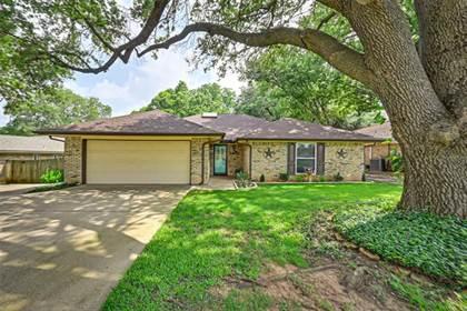 Residential for sale in 1901 Ridgebrook Drive, Arlington, TX, 76015