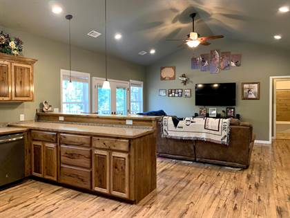 Residential for sale in 12749 US-64, London, AR, 72847