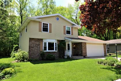 Residential Property for sale in 5899 Ramona Dr, Greendale, WI, 53129
