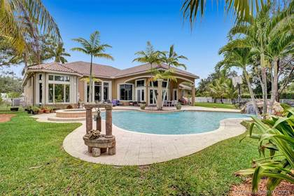 Residential Property for sale in 13702 NW 11th Ct, Pembroke Pines, FL, 33028