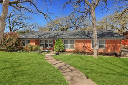 Residential for sale in 1720 Danciger Drive, Fort Worth, TX, 76112