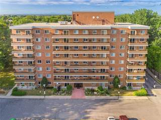 Condo for sale in 414 Blake St 807, Barrie, Ontario, L4M5J7