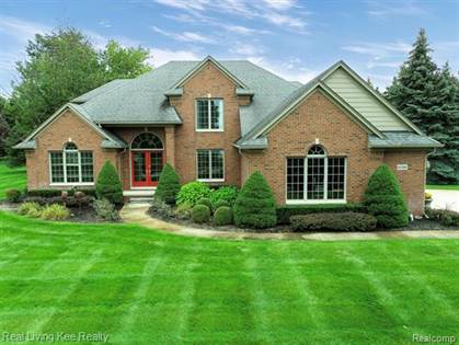 Residential Property for sale in 61500 HUNTINGTON Circle E, Greater Sterling Heights, MI, 48094