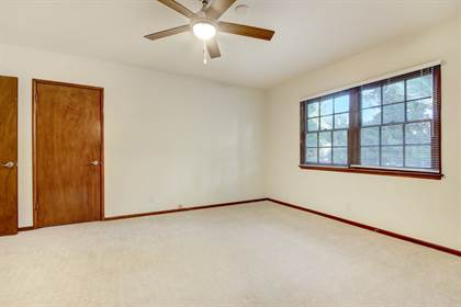 Apartment for rent in 12224-34 Chandler Boulevard, Valley Village, CA, 91607