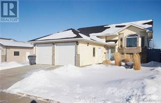 Single Family for sale in 208 Hunt Crescent NE, Medicine Hat, Alberta