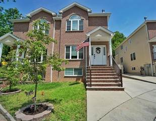 Duplex for sale in 27 Malibu Court, Staten Island, NY, 10309