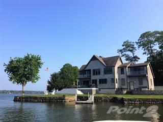 Propiedad residencial en venta en 1040 Dickinson St, Fall River, MA, 02721