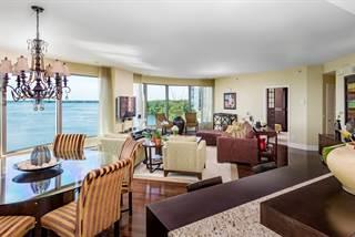 Residential Property for sale in 300 Av. des Sommets #702-703, Montreal, Quebec