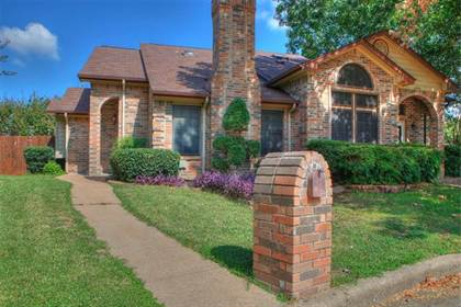 Residential for sale in 6402 Valleybrooke Court, Arlington, TX, 76001