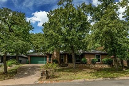 Residential for sale in 2211 Oakwood Lane, Arlington, TX, 76012