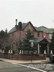 Propiedad residencial en venta en 51-01 61 St, Queens, NY, 11377
