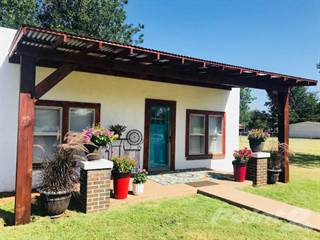 Residential for sale in 810 6th Street SE, Childress, TX, 79201