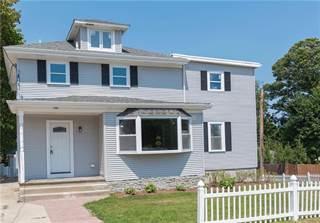 Condo for sale in 91 Canonchet Avenue, Warwick, RI