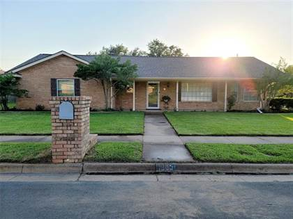 Residential for sale in 1900 Silver Leaf Drive, Arlington, TX, 76013