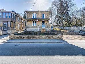 Residential Property for sale in 104 QUEEN Street, Cambridge, Ontario, N3C 1G3