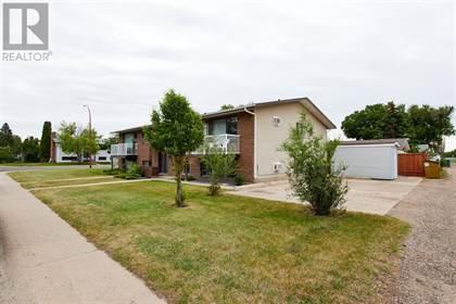Multi-family Home for sale in 185 19 Street NE, Medicine Hat, Alberta, T1C1K2