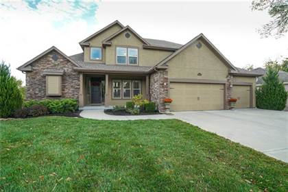 Residential Property for sale in 10480 Chateau Lane, Parkville, MO, 64152