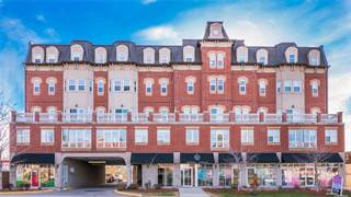 Condo for sale in 15450 Yonge St 209, Aurora, Ontario, L4G0K1