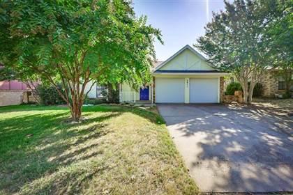 Residential for sale in 5811 Cedar Ridge Drive, Arlington, TX, 76017