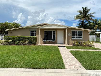 Residential for sale in 9825 SW 80th Dr, Miami, FL, 33173