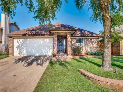 Residential for sale in 5708 Spyglass Hill Drive, Arlington, TX, 76018