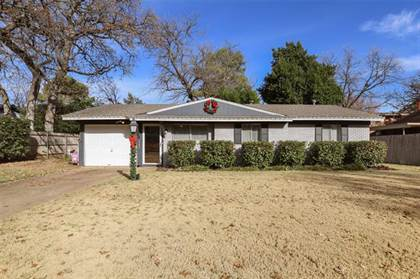 Residential for sale in 1903 Dogwood Drive, Arlington, TX, 76012