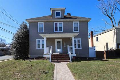 Multifamily for sale in 281 Linden Avenue, Westbury, NY, 11590