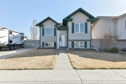 Residential Property for sale in 585 Hemingway Crescent NE, Medicine Hat, Alberta, T1C 1X4