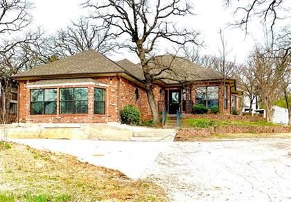 Residential Property for sale in 205 Kiowa Drive E, Lake Kiowa, TX, 76240