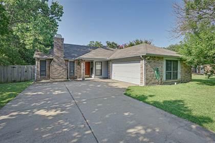 Residential for sale in 1502 Rockdale Drive, Arlington, TX, 76018