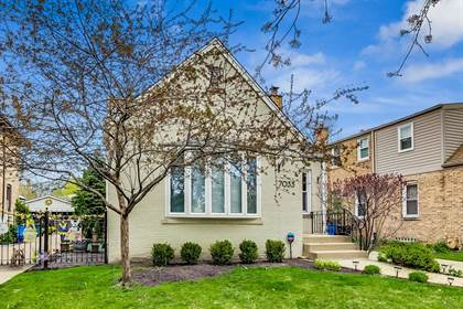 Residential Property for sale in 7033 North Leoti Avenue, Chicago, IL, 60646