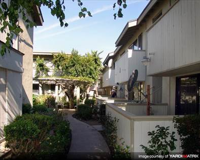Apartment for rent in 18540 Collins Street, Los Angeles, CA, 91356