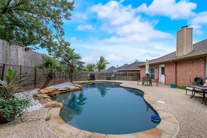 Residential for sale in 810 Elbe Drive, Arlington, TX, 76001