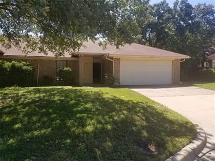 Residential for sale in 2202 Oak Hill Drive, Arlington, TX, 76006