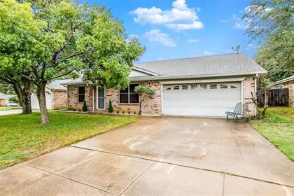 Residential for sale in 6228 Cool Springs Drive, Arlington, TX, 76001
