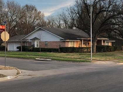 Residential for sale in 1701 Oakridge Drive, Arlington, TX, 76013