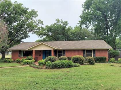 Residential for sale in 1609 University Drive, Arlington, TX, 76013