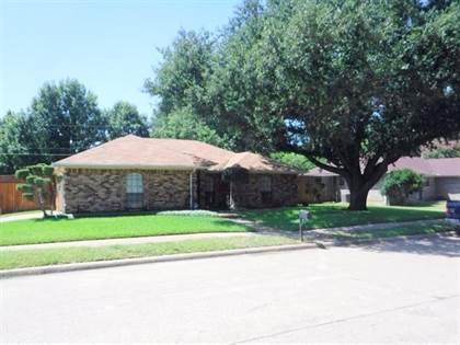Residential for sale in 1000 Pierce Arrow Drive, Arlington, TX, 76001