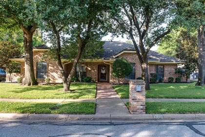 Residential for sale in 7005 Crater Lake Drive, Arlington, TX, 76016