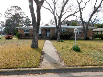 Residential for sale in 1200 Brittany Lane, Arlington, TX, 76013