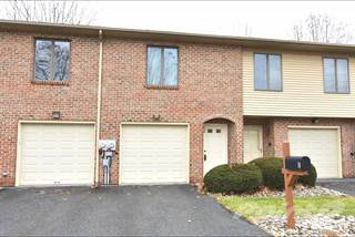 Condo for sale in 443 Vera Circle, Bethlehem, PA, 18017