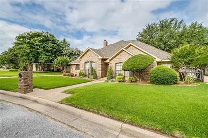 Residential for sale in 5004 Parliament Drive, Arlington, TX, 76017
