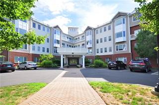 Condo for sale in 1 King Philip Drive 220, West Hartford, CT, 06117