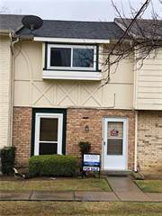 Townhouse for sale in 67 W Townhouse Lane 17, Grand Prairie, TX, 75052