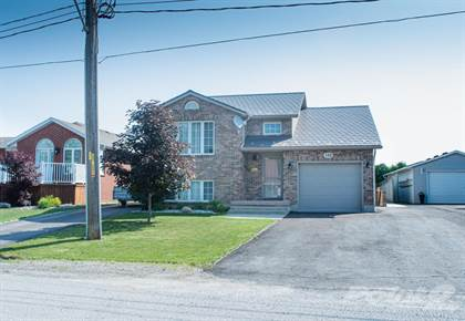 Residential Property for sale in 132 Water Street, Wallaceburg, Ontario, N8A2E8