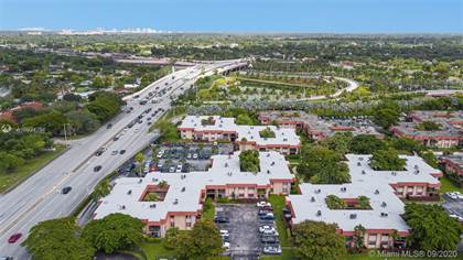 Residential for sale in 10401 SW 108th Ave 143, Miami, FL, 33176